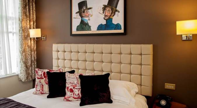 English Pubs and Inns_Mad Hatter guest room