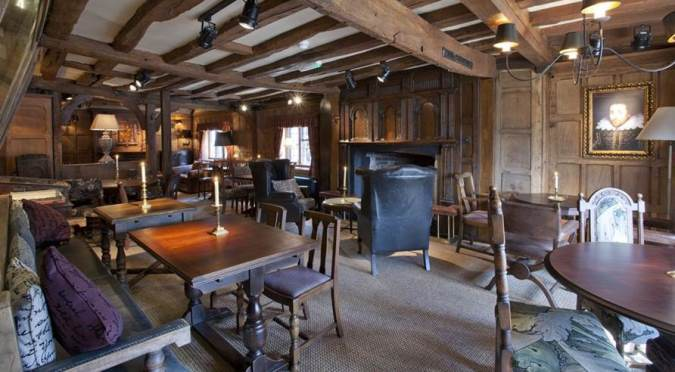 English Pubs and Inns_The White Swan Stratford-upon-avon_interior