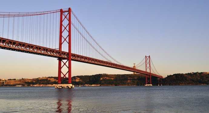 april 25th bridge_lisbon_family friendly_portugal